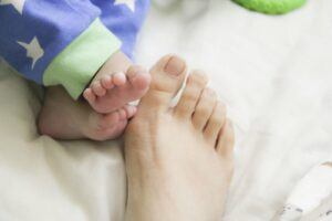 baby-and-mom-feet